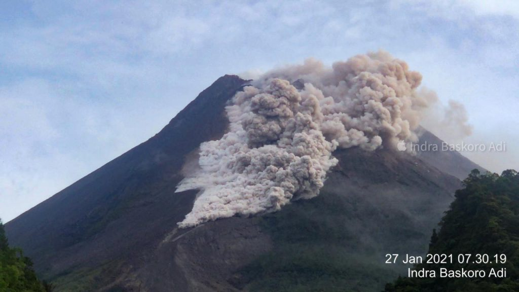 Merapi volcanic eruption on January 27 2021 in Indonesia, Merapi volcanic eruption on January 27 2021 in Indonesia video, Merapi volcanic eruption on January 27 2021 in Indonesia picture