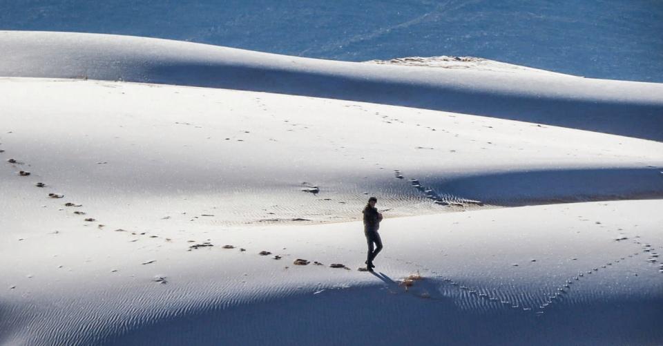 snow sahara, snow sahara january 2021,snow covers sandy dunes of Sahara desert in Algeria on January 19