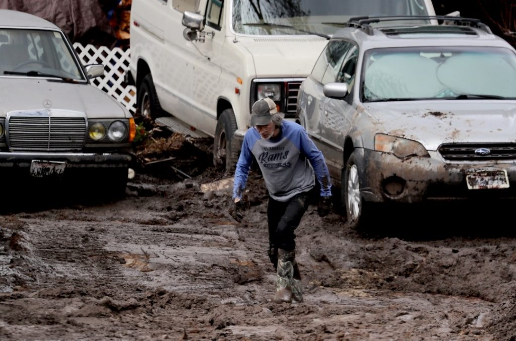 Winter storm triggers mudslides in Silverado Canyon, damaging residences and forcing evacuations, Winter storm triggers mudslides in Silverado Canyon, damaging residences and forcing evacuations video, Winter storm triggers mudslides in Silverado Canyon, damaging residences and forcing evacuations pictures