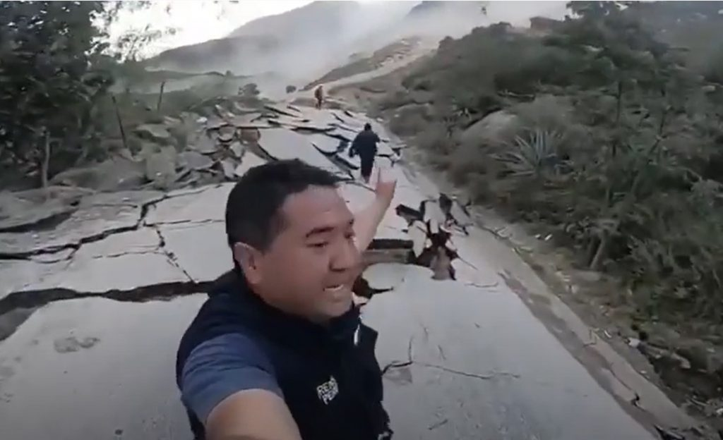 landslide destroys road in Peru, landslide destroys road in Peru video, landslide destroys road in Peru pictures, landslide destroys road in Peru map