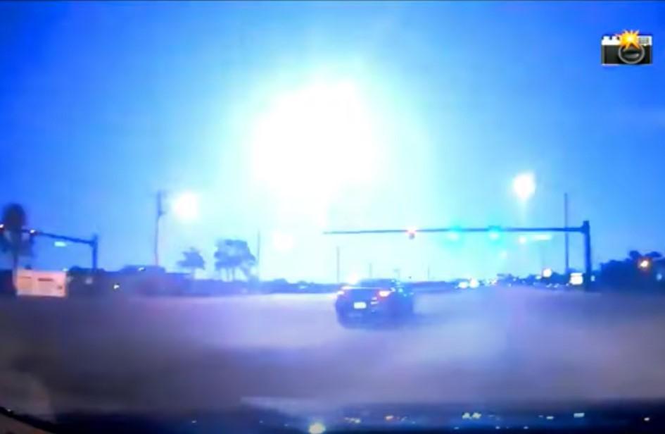 meteor fireball florida video photo april 12 2021, Giant asteroid explodes over Florida on April 12, Giant asteroid explodes over Florida on April 12 video, Giant asteroid explodes over Florida on April 12 picture