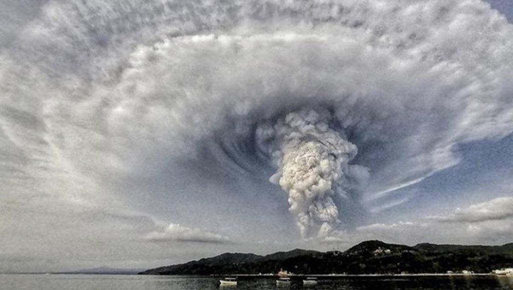 taal volcano eruption, taal volcano eruption 2021, Taal volcanic eruption in April 2021, Taal volcanic eruption in April 2021 video, Taal volcanic eruption in April 2021 photo
