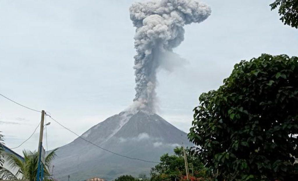 Sinabung volcano eruption on May 7 2021, Sinabung volcano eruption on May 7 2021 photo, Sinabung volcano eruption on May 7 2021 video