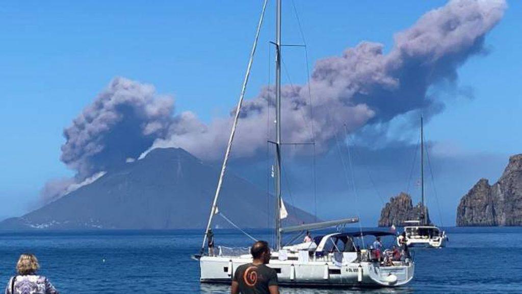 Stromboli volcanic eruption on May 19 2021, Stromboli volcanic eruption on May 19 2021 video, Stromboli volcanic eruption on May 19 2021 photo, Stromboli volcanic eruption on May 19 2021 news