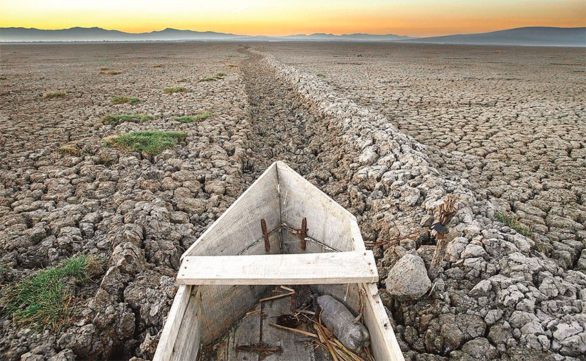 Mexico second largest lake now a cemetery of abandoned fishboats, Mexico second largest lake now a cemetery of abandoned fishboats video, Mexico second largest lake now a cemetery of abandoned fishboats photo