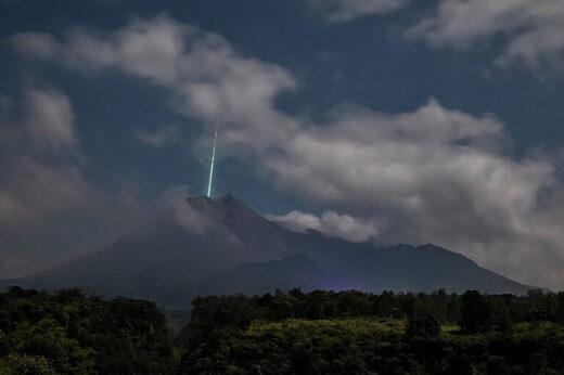 Meteor fireball crashes into Merapi Volcano in Indonesia, Meteor fireball crashes into Merapi Volcano in Indonesia picture, Meteor fireball crashes into Merapi Volcano in Indonesia video, Meteor fireball crashes into Merapi Volcano in Indonesia june 2021