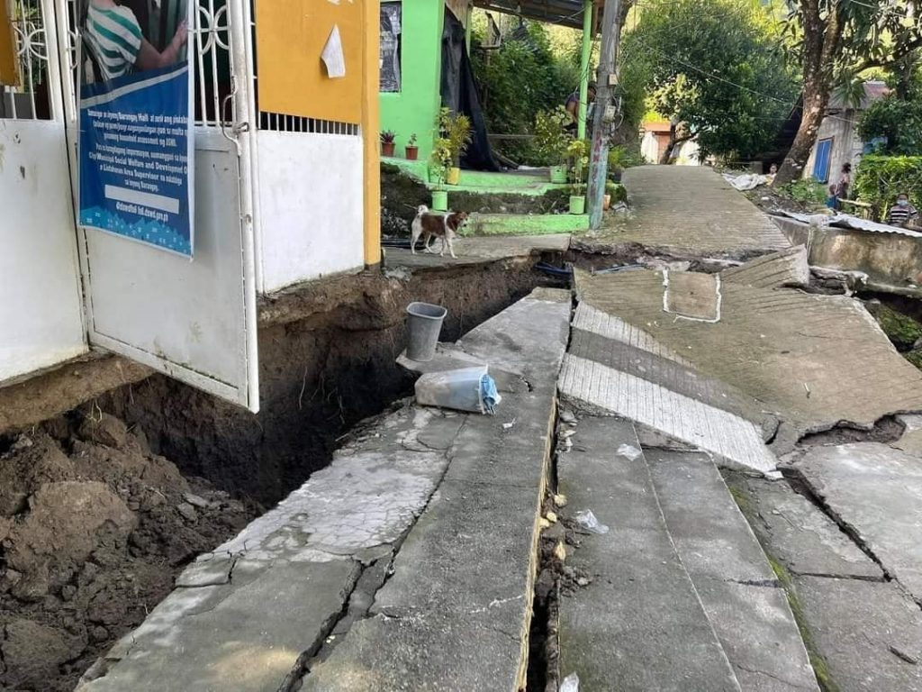 giant cracks in the ground of Antique in Philippines, giant cracks in the ground of Antique in Philippines video, giant cracks in the ground of Antique in Philippines pictures, giant cracks in the ground of Antique in Philippines earthquake