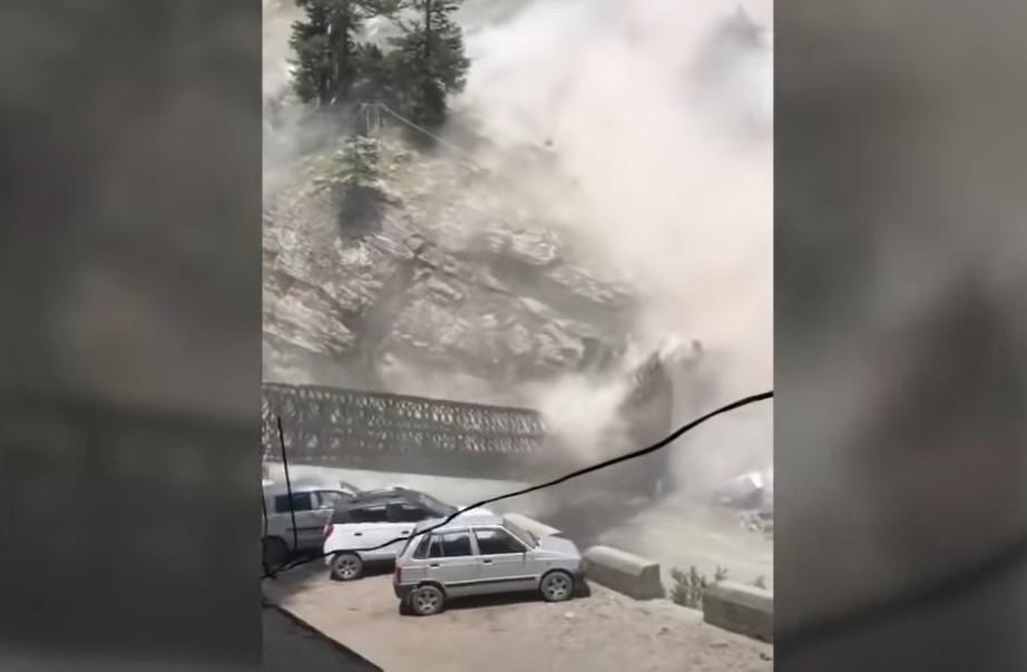 disastrous rockslide destroy bridge and kills 9 in India, disastrous rockslide destroy bridge and kills 9 in India video, disastrous rockslide destroy bridge and kills 9 in India pictures
