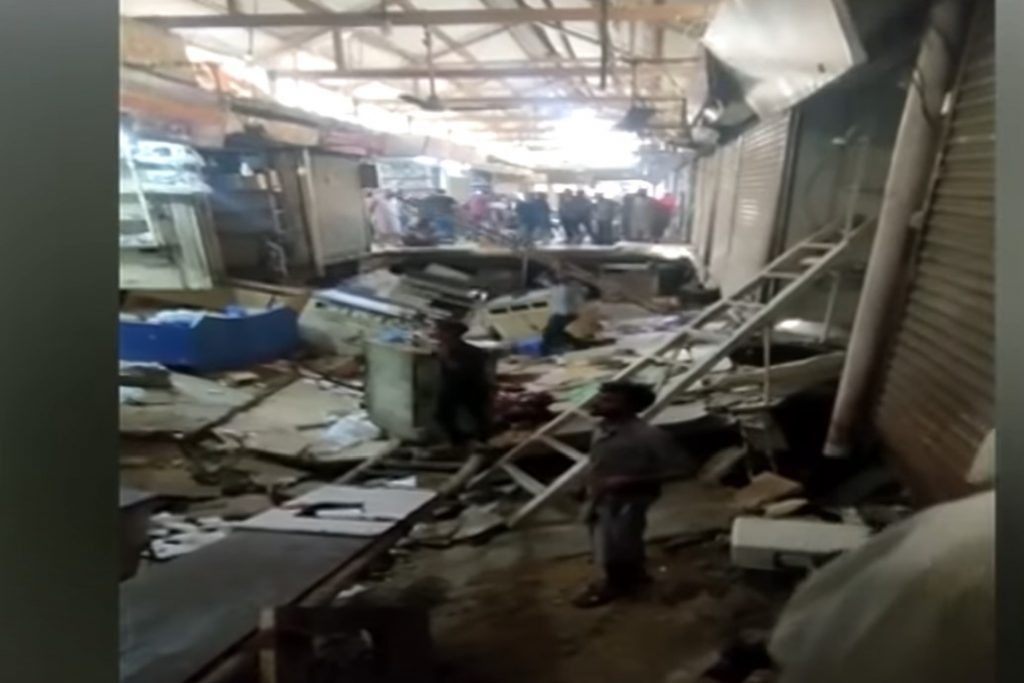 Giant sinkhole swallows more than 10 shops in a Karachi market in Pakistan, Giant sinkhole swallows more than 10 shops in a Karachi market in Pakistan video, Giant sinkhole swallows more than 10 shops in a Karachi market in Pakistan pictures, Giant sinkhole swallows more than 10 shops in a Karachi market in Pakistan july 2021