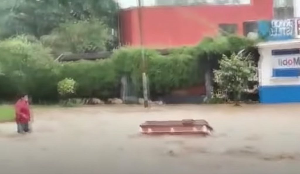 hurricane grace, hurricane grace mexico, hurricane grace veracruz, hurricane grace video, hurricane grace pictures, hurricane grace august 2021, hurricane grace hits veracruz mexico for the second time in 2 days